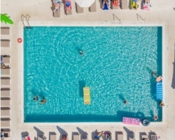 Altura pool side