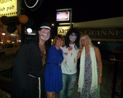 Single Dynamic guests with entertainers at Molly Malones